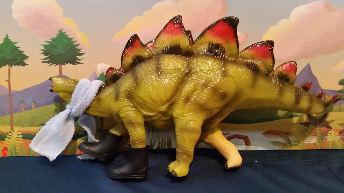 3.stegosaurus_dressed_up.jpg