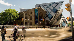 Tourist standing in front of the Royal Ontario Museum.