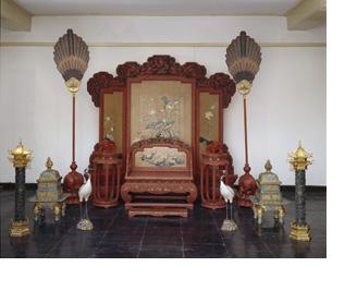 Imperial throne set, The Palace Museum, Gu115711 (throne, footstool only) © The Palace Museum