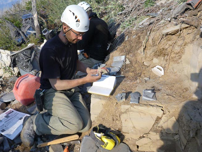 dentifying and inventorying fossils at theStephen Formation near Marble Canyon (image courtesy of Robert Gaines).