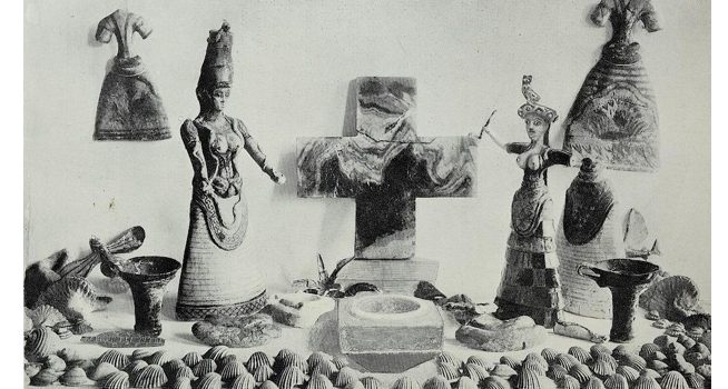 Shrine of the snake goddess as arranged by Evans, Palace of Minos vol. 1 (1921)