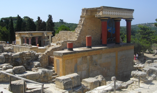 The Palace of Knossos. The portico of the North Entrance Corridor restored in 1930 with Bull fresco. (photo B. Akrigg, 2011)