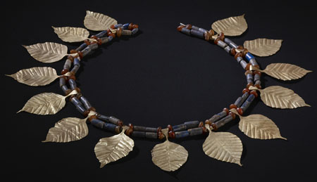 Headdress with gold leaves Gold, lapis lazuli and carnelian 2500 BCE King's Grave. © The Trustees of the British Museum.