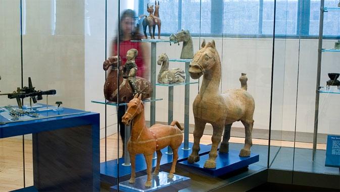 Une des grandes collections du ROM. Environ 2 500 objets exceptionnels