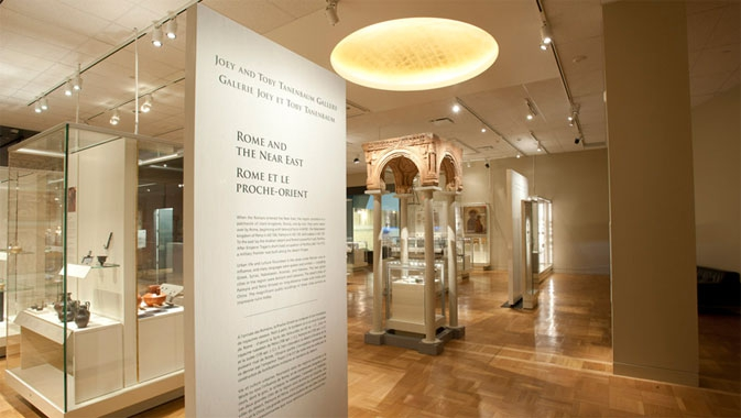Une galerie comportant plus de 200 objets
