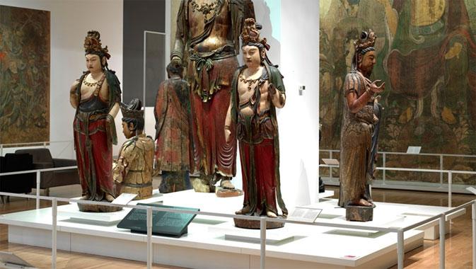 Les deux bodhisattvas au premier plan, Guanyin et Dashizhi, proviennent de la région de Linfen, dans le sud du Shanxi.