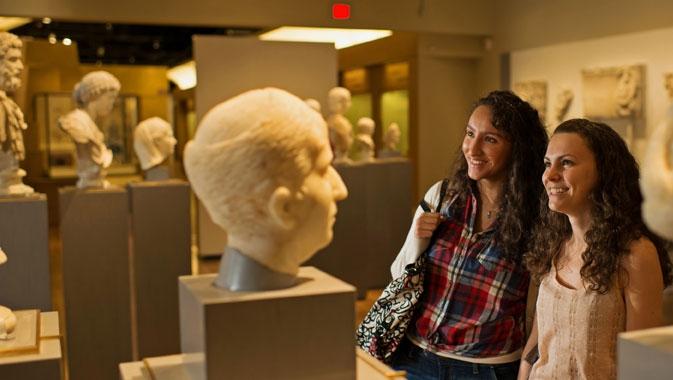 Dans cette galerie thématique, de magnifiques bustes romains accueillent les visiteurs.