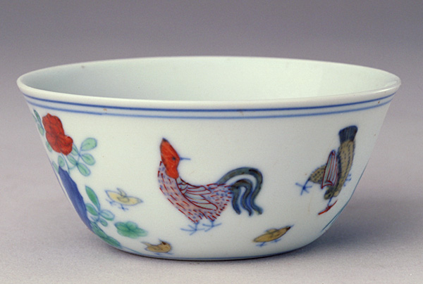 Image of rooster depicted on the porcelain cup.