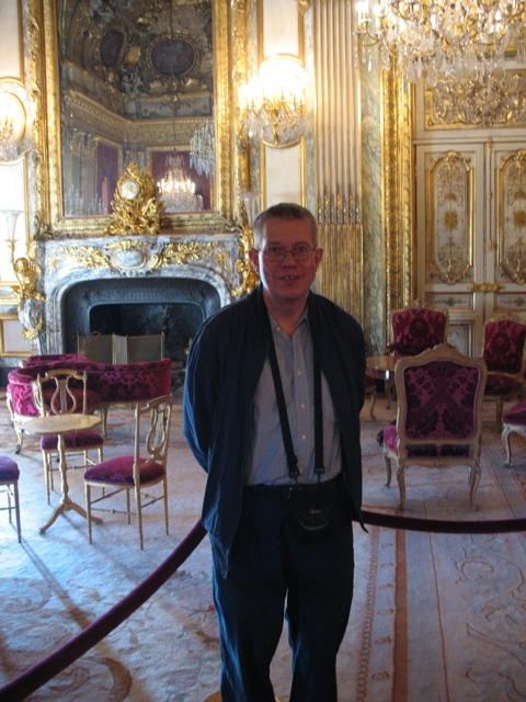 Dr. Peter Kaellgren on a recent trip to the Louvre