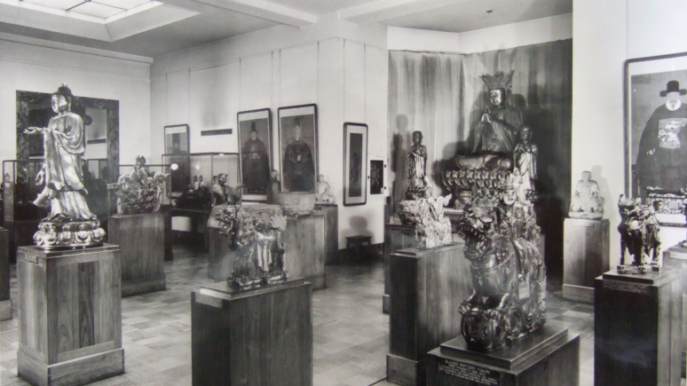 Archival photograph of the Far Eastern Gallery at the Royal Ontario Museum in 1957.