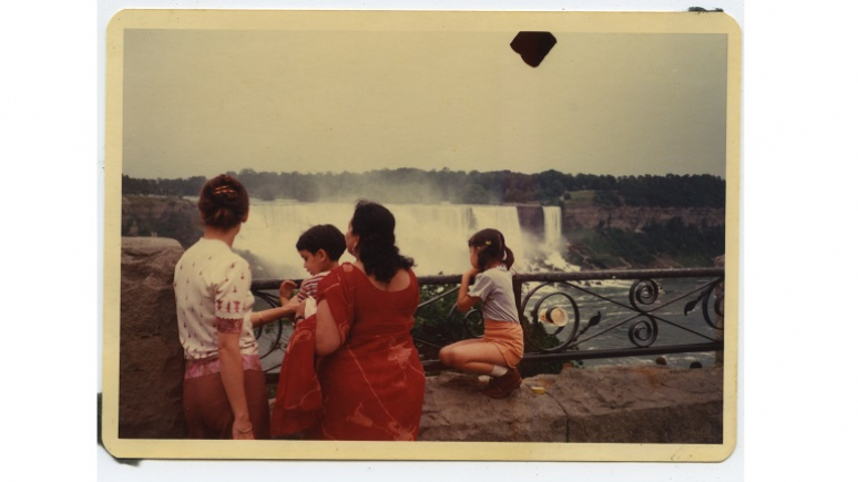 Family looking at Niagara Falls