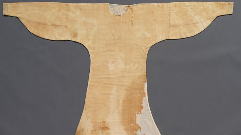 Fine linen tabby trimmed in silk twill Egypt, 8th - 12th century
