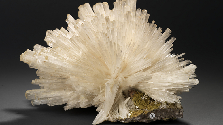 A white, spiked chrystaline specimen with