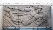 Bas-relief de Mercure sur la Bank of Nova Scotia. Photo : Paul Vaculik.