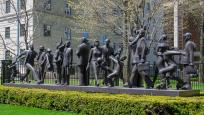 Community Sculpture de Kirk Newman. Photo : Paul Vaculik.